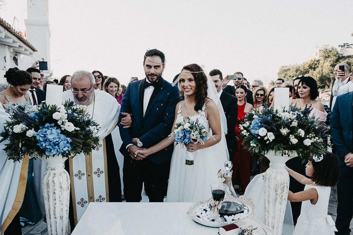 Gorgeous autumn wedding in Corfu with blue and white details